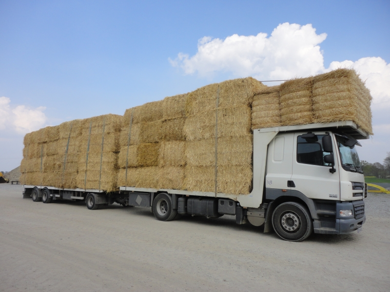 GUILLON BARBOT Travaux Agricoles Vitre En Ille Et Vilaine Camion Paille Eric Gallot 1 E1424337595403 213